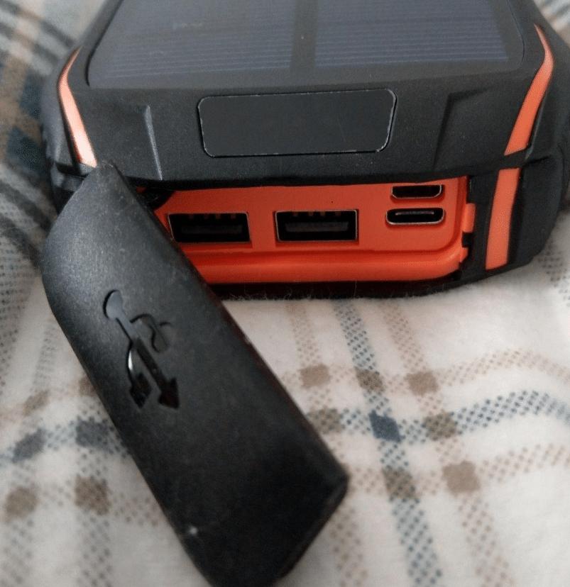 Solar-Powerbank mit Gummiabdeckung zum Schutz